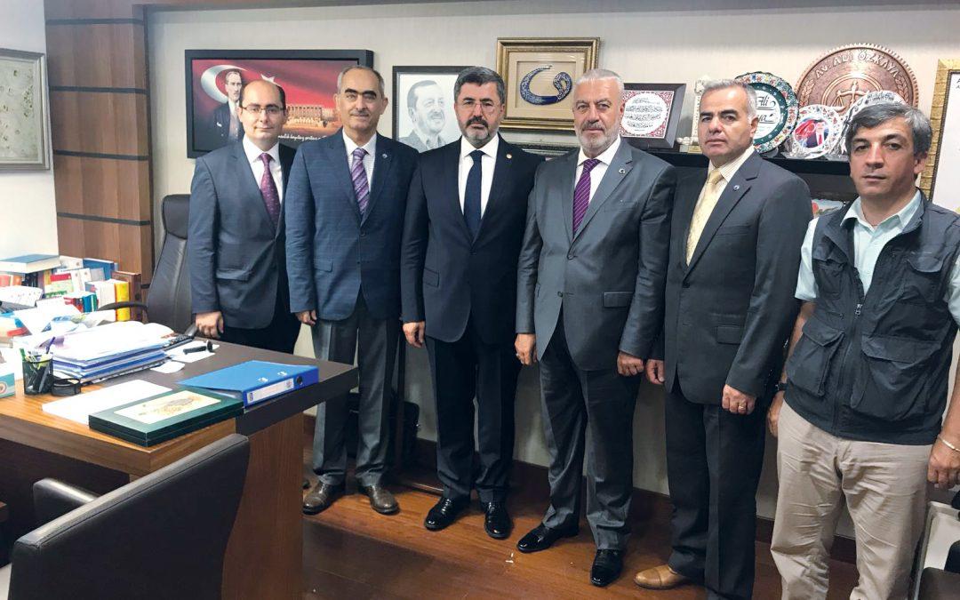 Afyonkarahisar ve İlçeleri Dayanışma Derneği yönetim kurulu TBMM'de Afyonkarahisar milletvekillerini ziyaret etti.